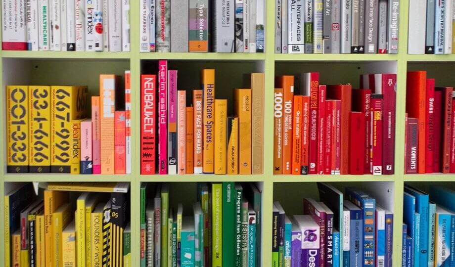 Books-organized-by-color.jpg.CROP_.original-original (1)